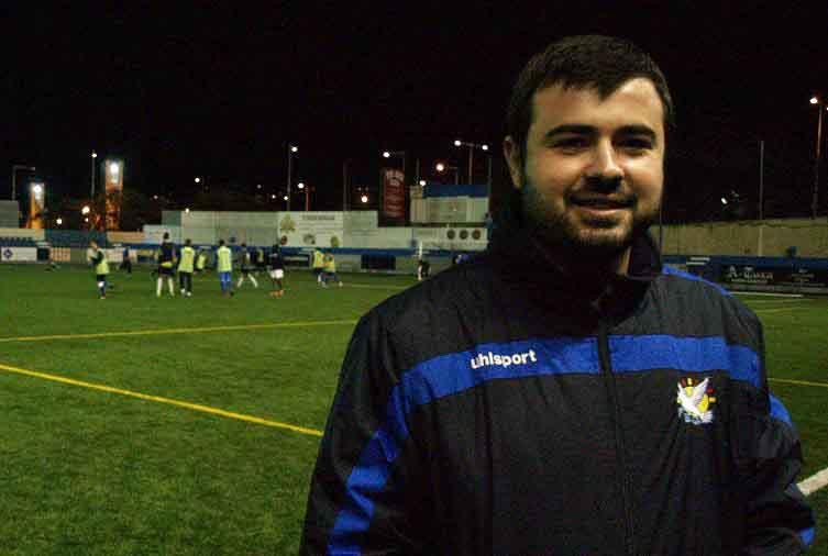 El flamante entrenador del Juvenil B FEGrama, Javi Murillo, en el Nou Municipal de Santa Coloma
