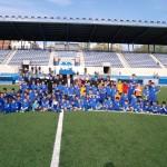 Foto de celebració de la lliga del Prebenjamí C i de altres equips de la Fundació Grama al Nou Municipal de Santa Coloma