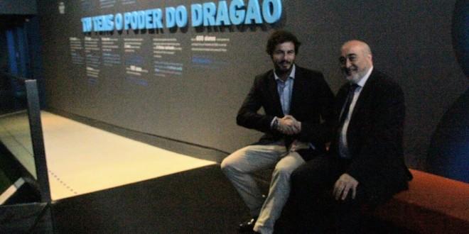 Visita oficial al F.C. Oporto: aprenent de Dragon Force.