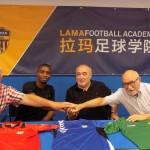 D'esquerra a dreta: Jaume Abelló (gerent), Lamin Samateh (jugador 1r equip), Antonio Morales (president) i Manolo García (vicepresident)