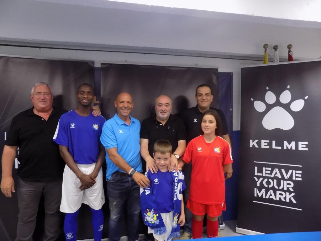 D'esquerra a dreta: Jaume Abelló (gerent Grama), Lamin Samateh, Luciano Herrero ( de Kelme), Antonio Morales, Manuel Segura, Rafa y ,aamaj